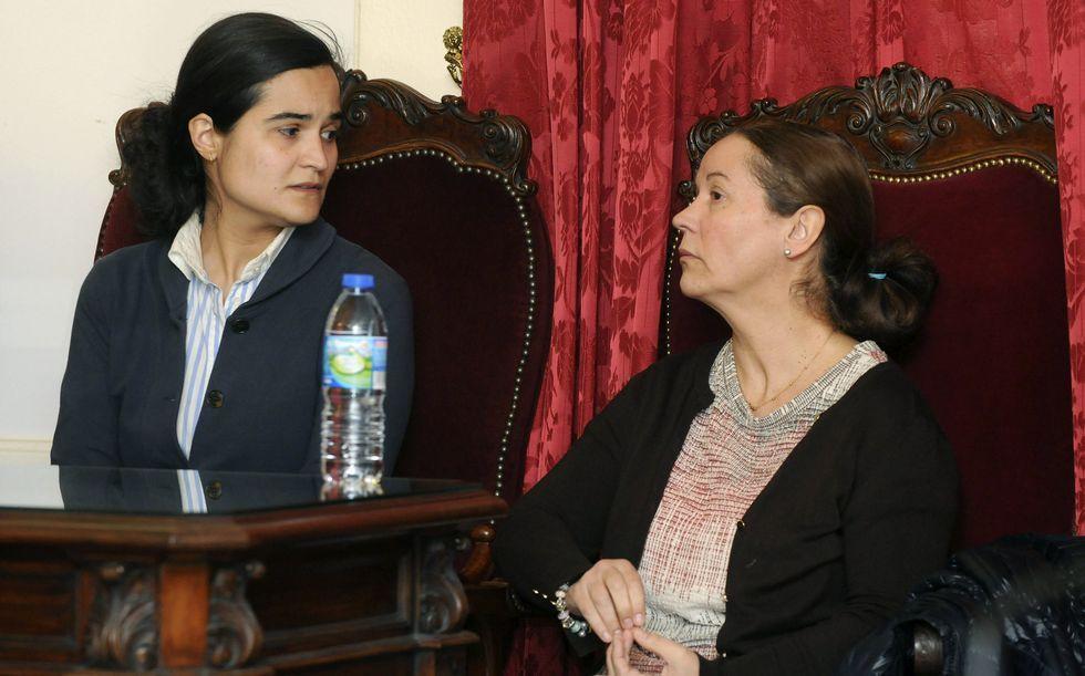 Lobos grande.Montserrat y su hija Triana, arriba, y la policía Raquel Gago, abajo, en el momento de escuchar el veredicto del jurado popular.