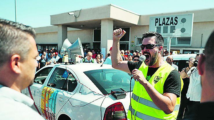 Los taxistas madrileños se sumaron ayer a la huelga