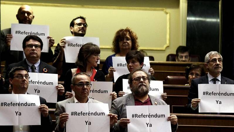 El pleno en el Congreso, en imágenes.La alcaldesa de Vegadeo, la «popular» Begoña Calleja.
