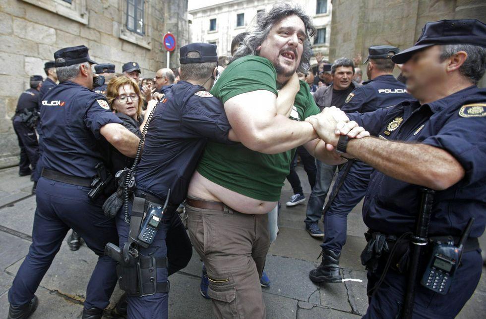 La policía evitó el 25 de agosto del 2014 que decenas de personas llegasen al Obradoiro.