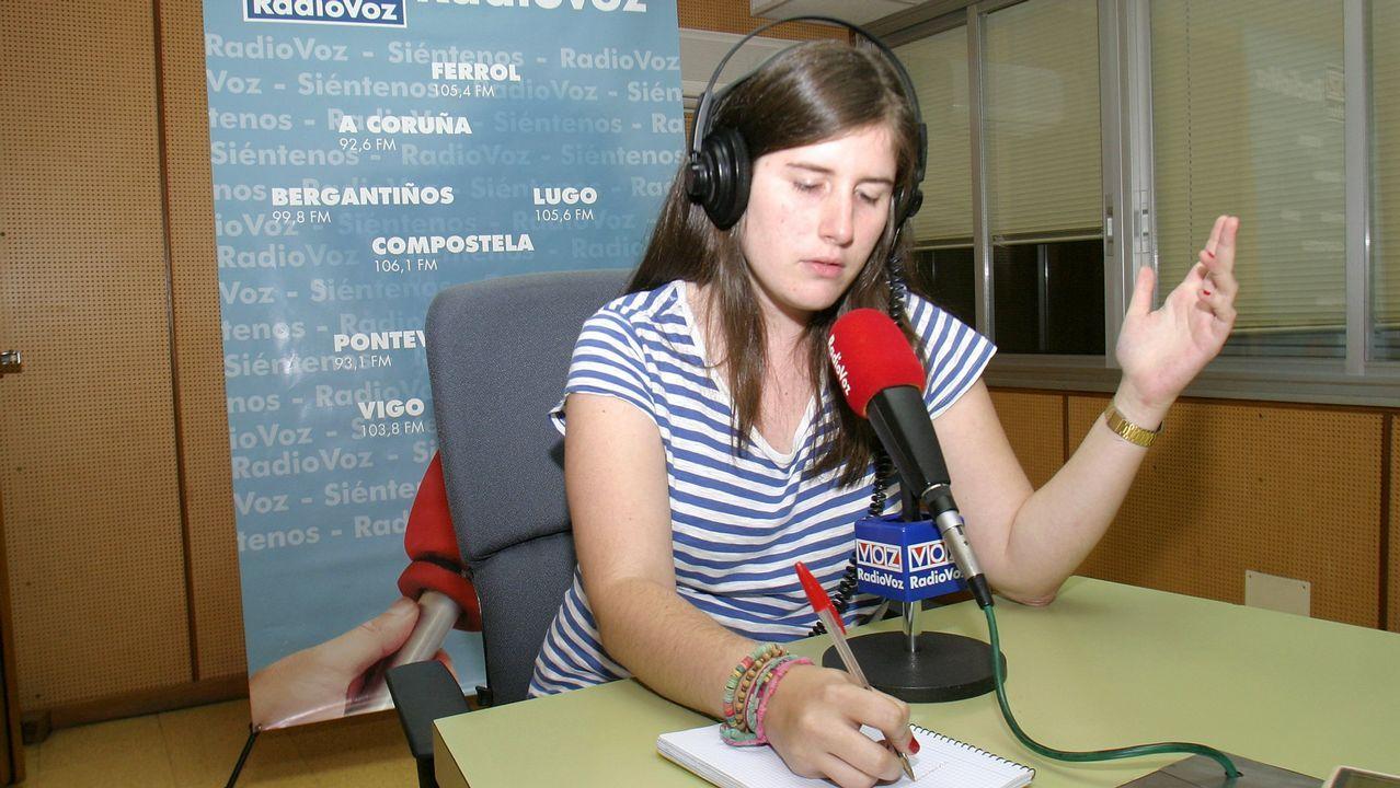 Katy Lema, durante su estancia de verano en la delegación de Carballo de La Voz de Galicia