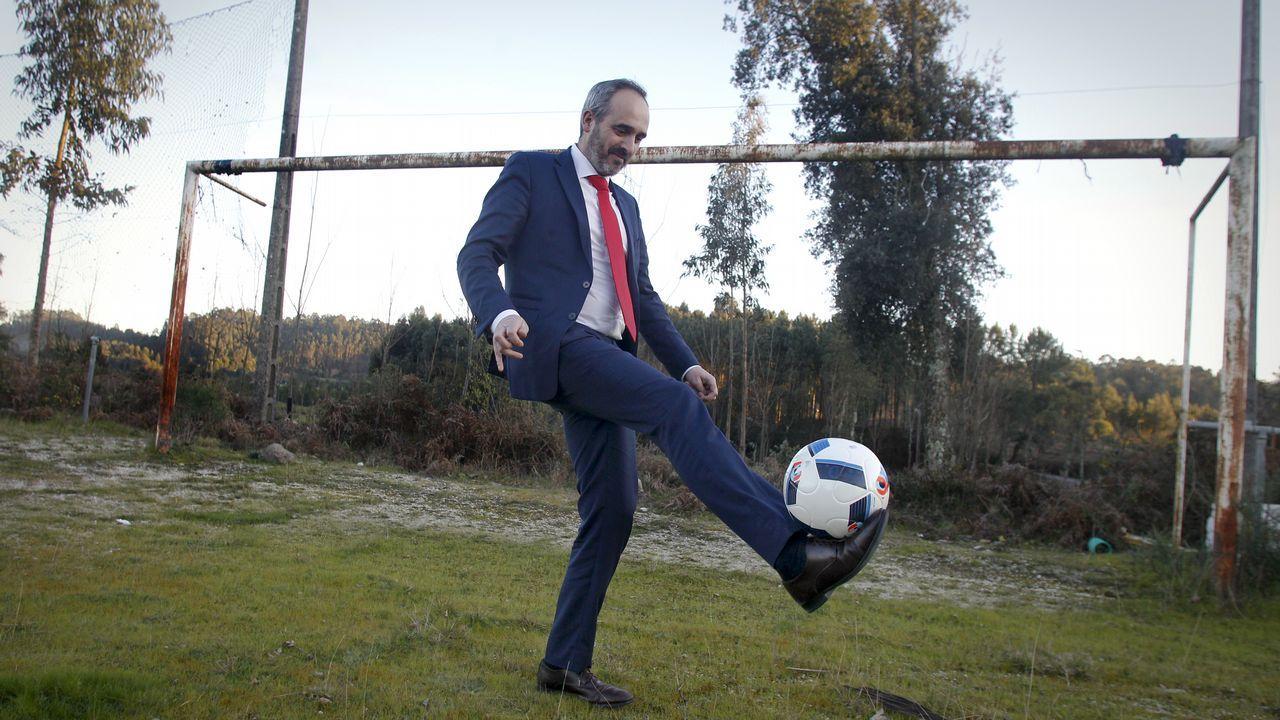 Quince campos de fútbol y un balón desesperado.