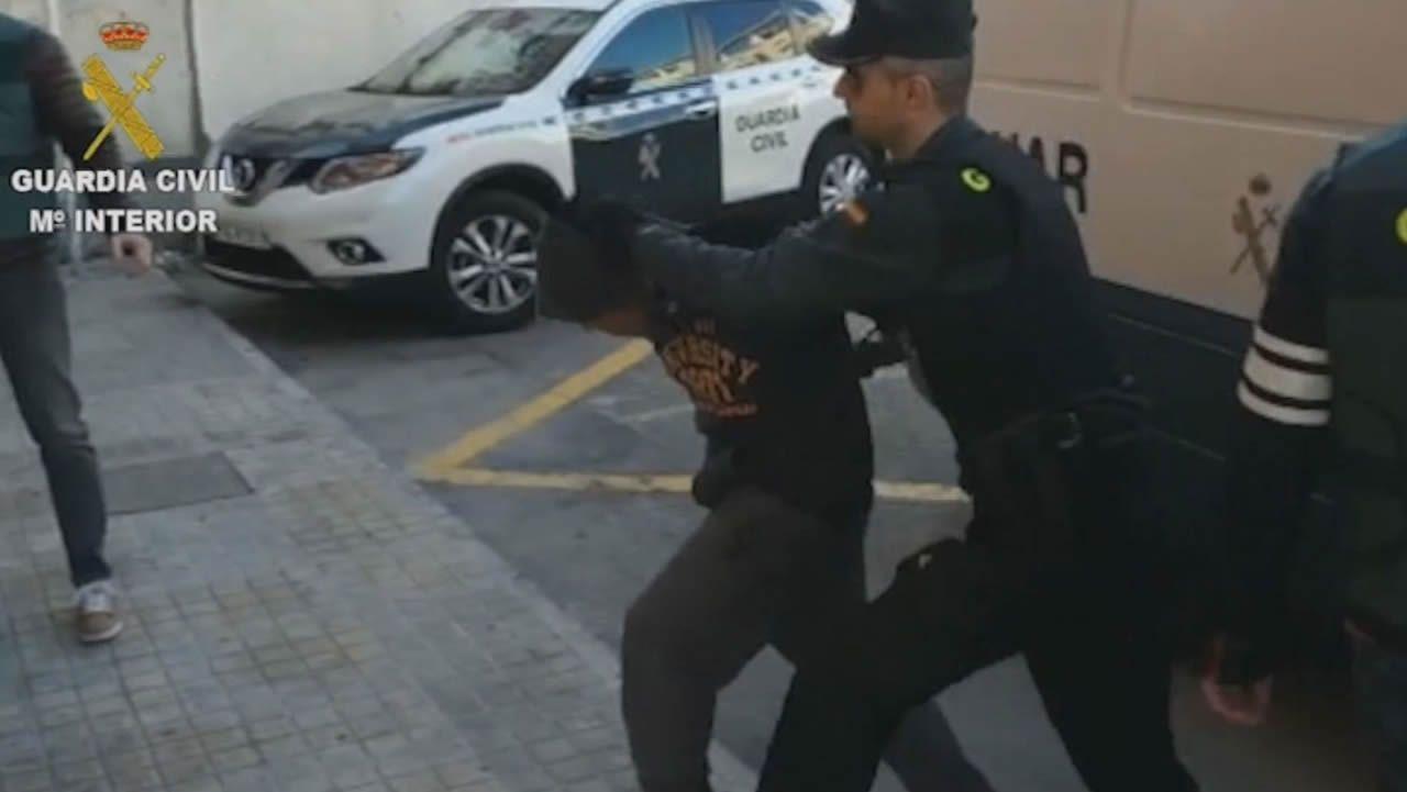 A prisión los cuatro detenidos por abusar sexualmente de una joven de 19 años.Conentración en Callosa d'?En Sarrià, Alicante, para expresar la respulsa a la supuesta agresión sexual de cuatro individuos a una joven de 19 años