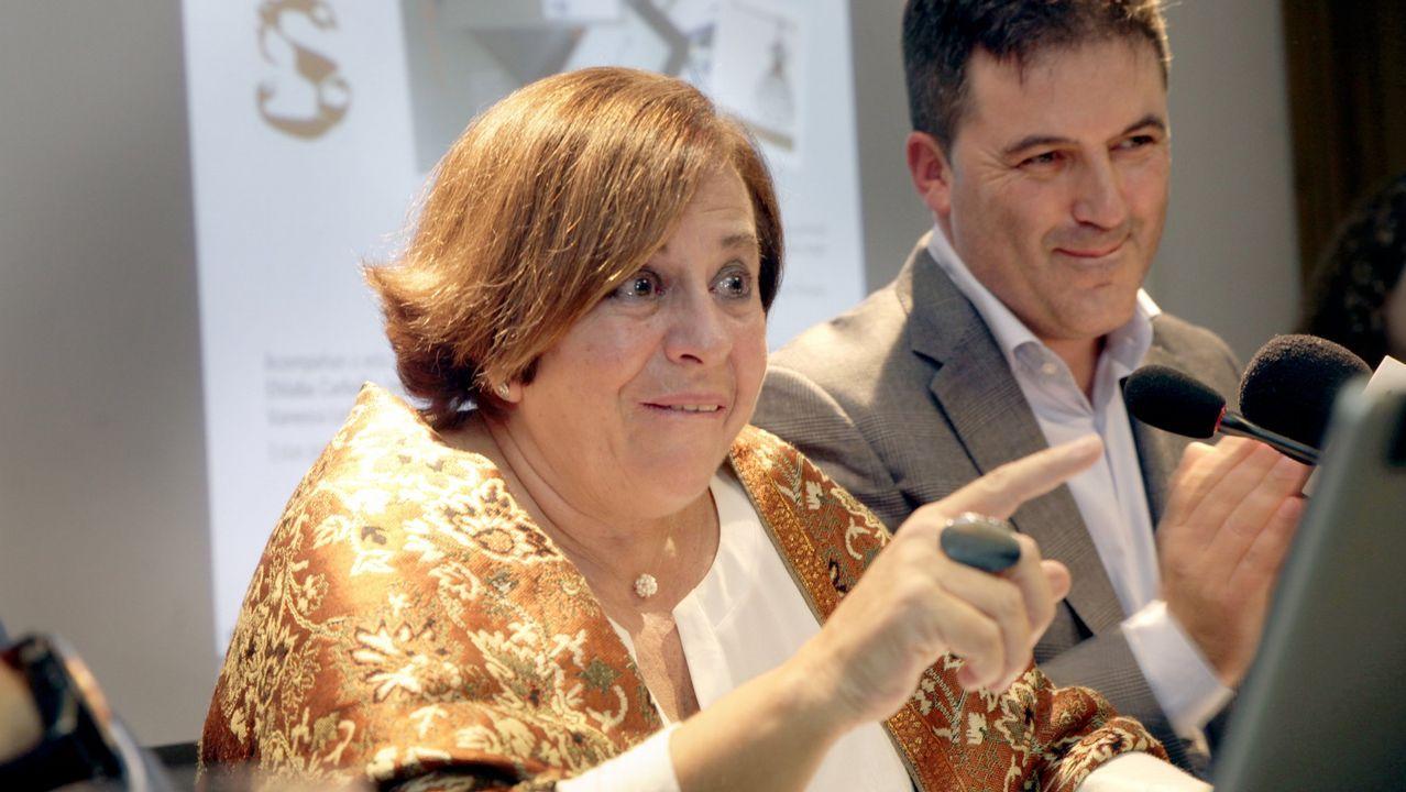 <span lang= gl >Elas son as grandes pioneiras galegas</span>.Las actrices Lucía Veiga y Marita Martínez leerán hoy versos de Rosalía en el Mercado de A Magdalena