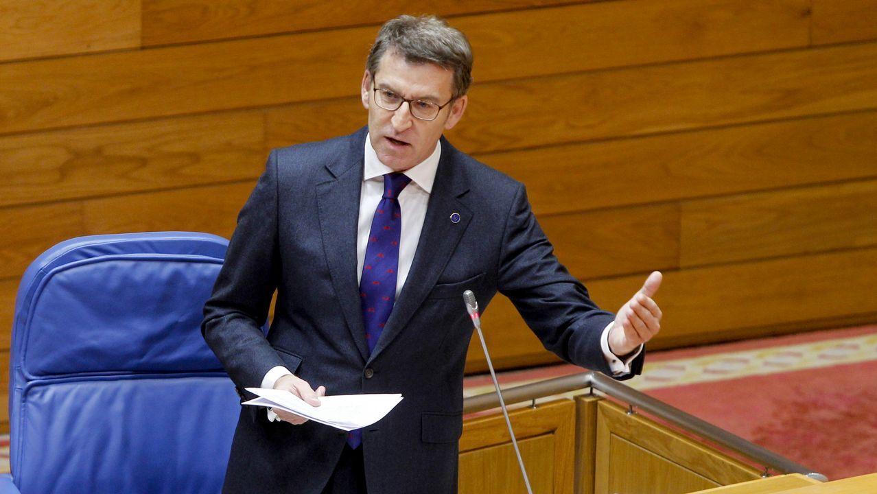 Feijoo responde a la oposición en el pleno del Parlamento