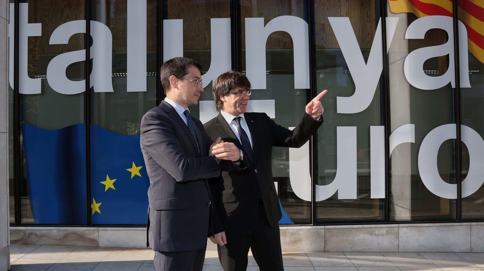 El presidente de la Comisión Europea planta a Puigdemont.