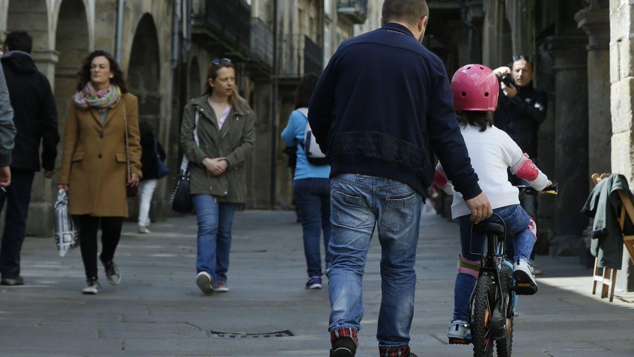 Jugar y salir de paseo es lo que la mayoría de los padres creen que quieren de ellos sus hijos