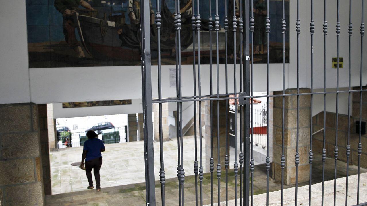 El bólido construido por estudiantes de Ingeniería Industrial de la Universidad de Vigo sale por primera vez en la calle.Abel Caballero y Carlos Mouriño