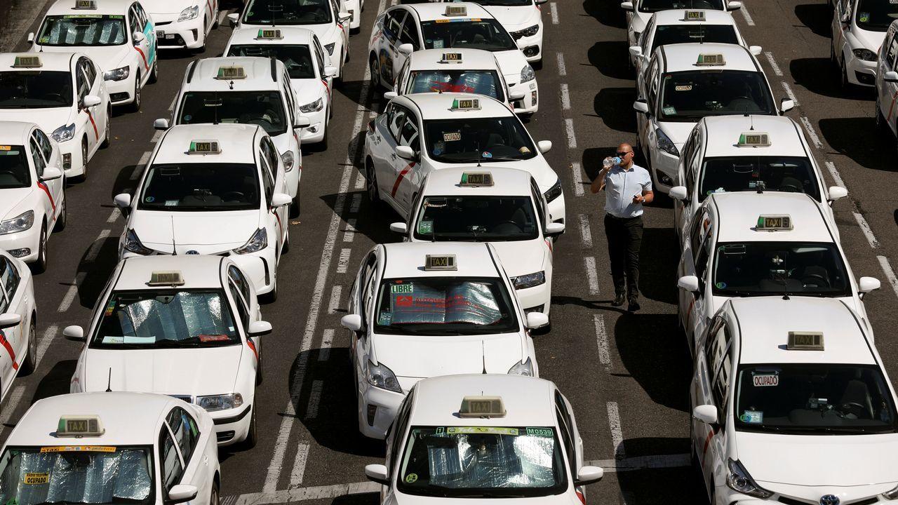 Los taxistas colapsan la Castellana, en Madrid.