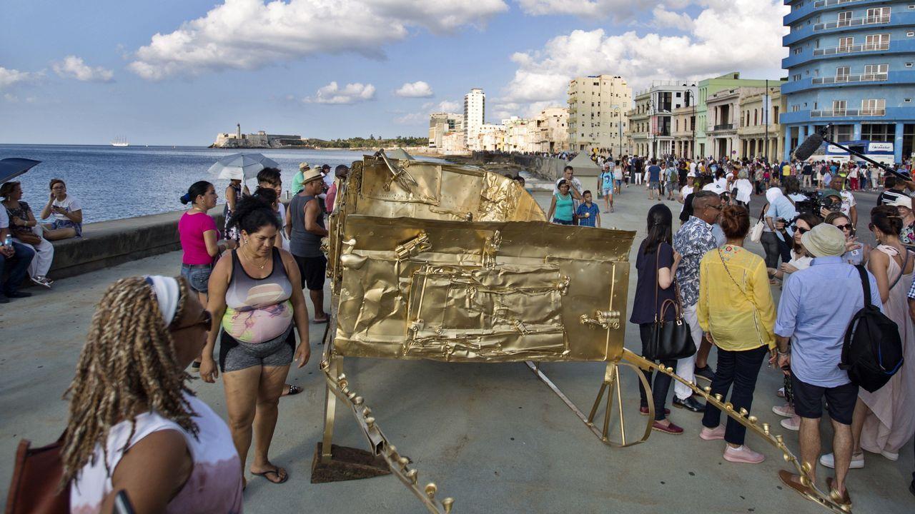Obras artísticas del proyecto Detrás del Muro en el malecón de La Habana