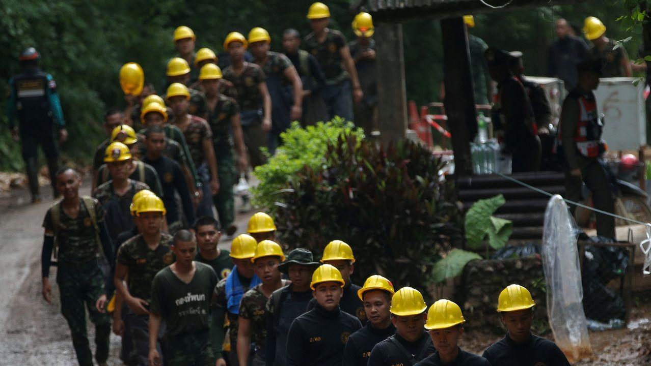 Decenas de personas trabajan en el rescate.