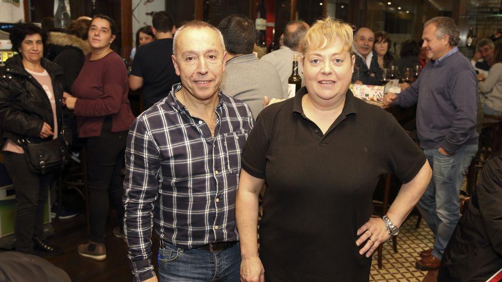 ¡Búscate en las imágenes de la inauguración de O Burato 26!.Tras ser detenido, Iván Añón fue trasladado entre grandes medidas de seguridad