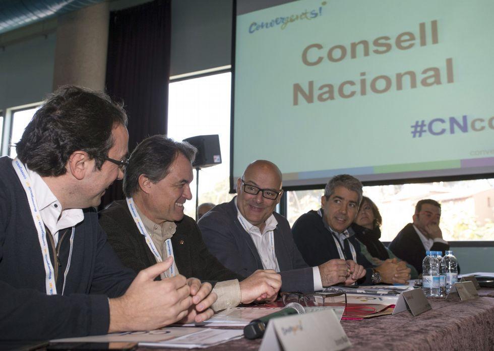 |EFE.De izquierda a derecha, el coordinador de CDC, Josep Rull; Artur Mas; el diputado Lluis Corominas, y el consejero de Presidencia, Francesc Homs, durante el consejo nacional celebrado ayer en Barcelona.