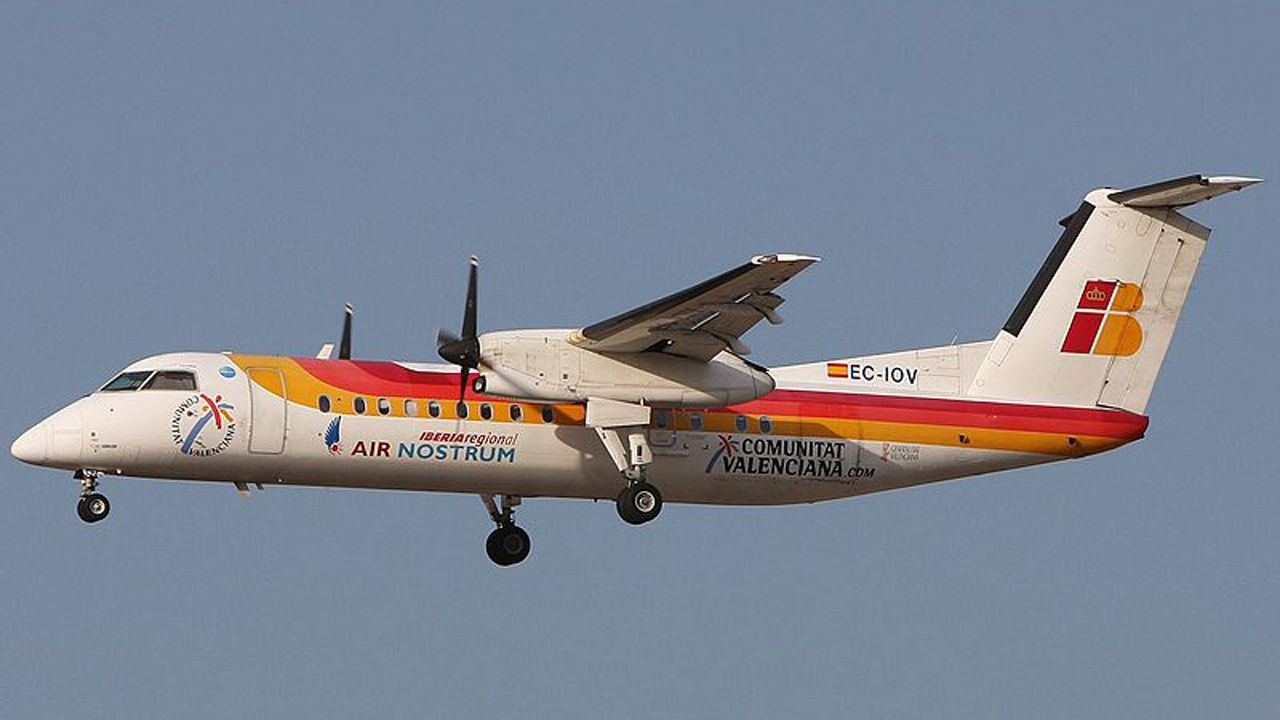 avión air nostrum.CHAVELA VARGAS Y CARLOTA OJEA EN EL AÑO 2003