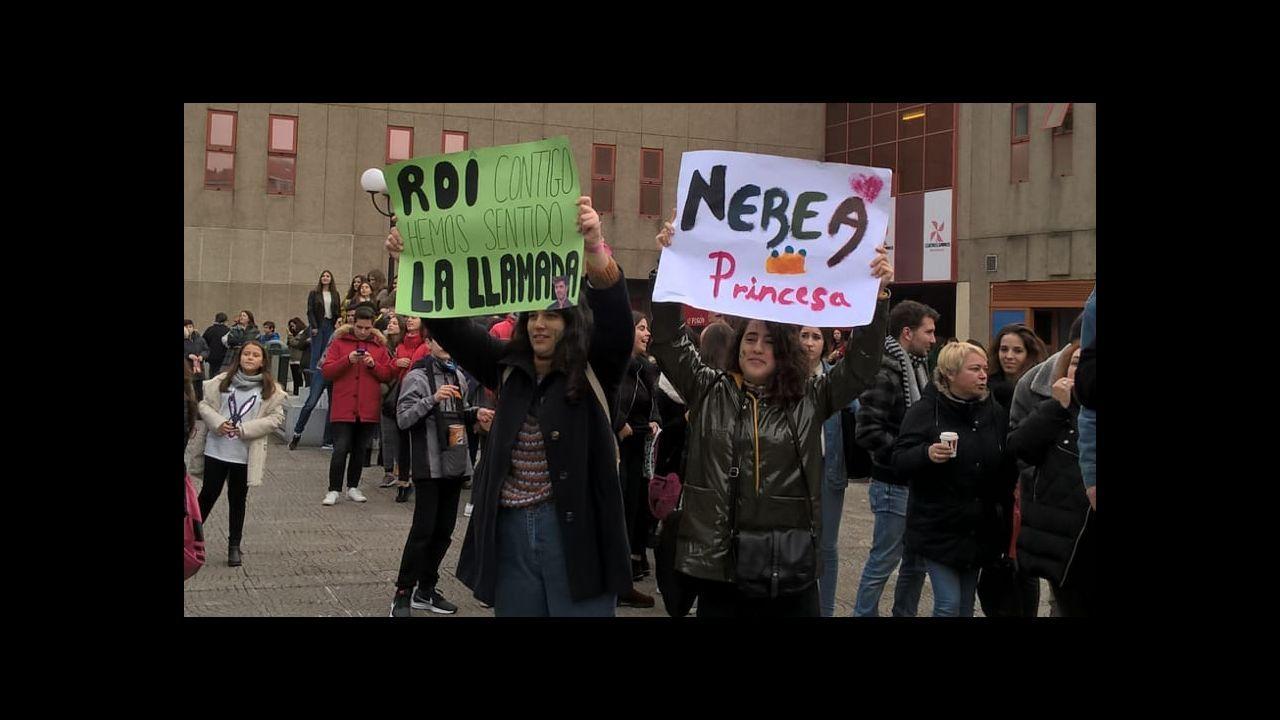 Colas para la firma de discos por parte de cantantes de <Operación triunfo> en El Corte Inglés.