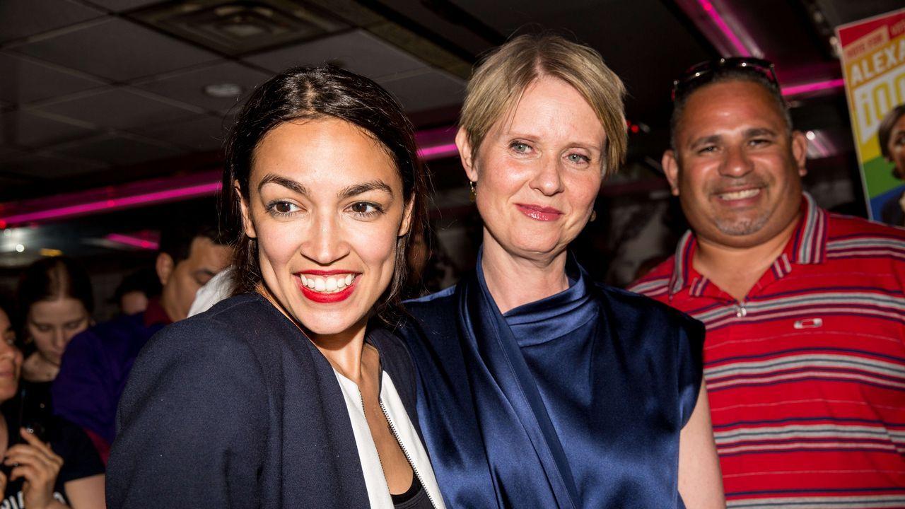 Una millennial, del Bronx y de origen latino gana las primarias demócratas en Nueva York.