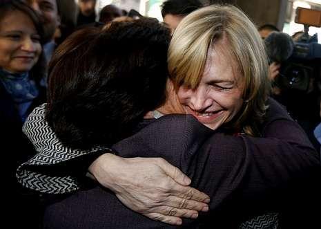 Evelyn Matthei celebra su nombramiento como candidata de la derecha chilena.