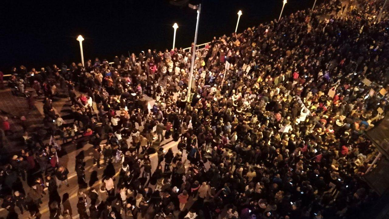 .Manifestantes en el Puerto Deportivo