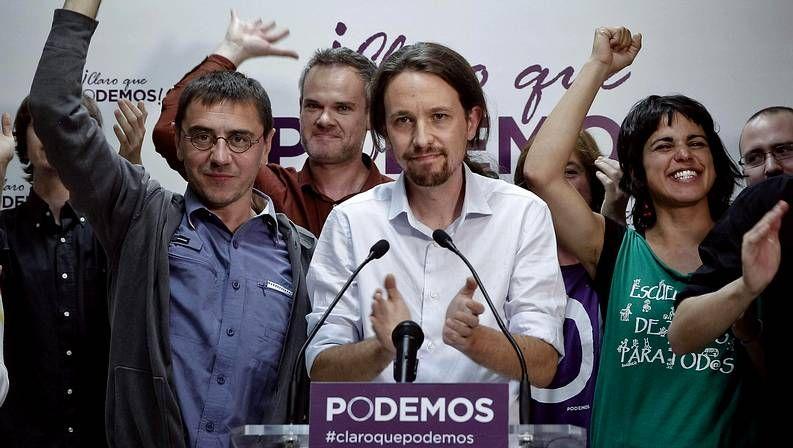 Comunión de Cecilia de Hohenlohe en As Nogais.Pablo Iglesias celebra el triunfo de Podemos, que consigue 5 escaños.