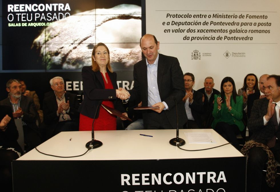 Ana Pastor y Rafael Louzán firmaron el protocolo que recuperará castros en 21 municipios.