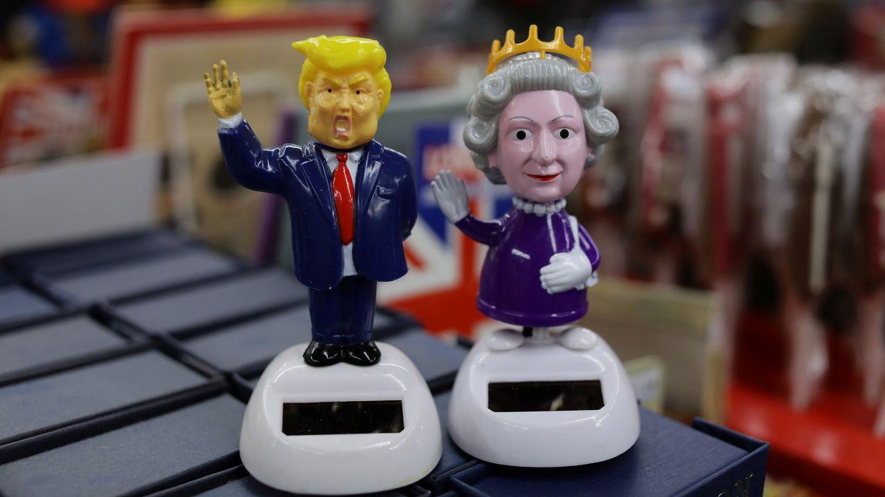 Los británicos, reyes del souvenir, aprovechan la polémica visita de Trump para vender figuras del magnate.