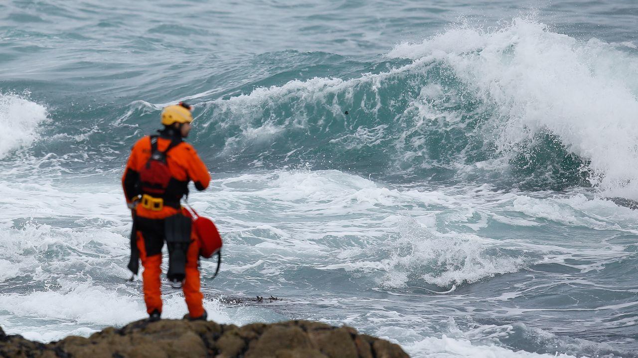 Segundo día de búsquedade la joven a la que se llevó el mar enRiazor.