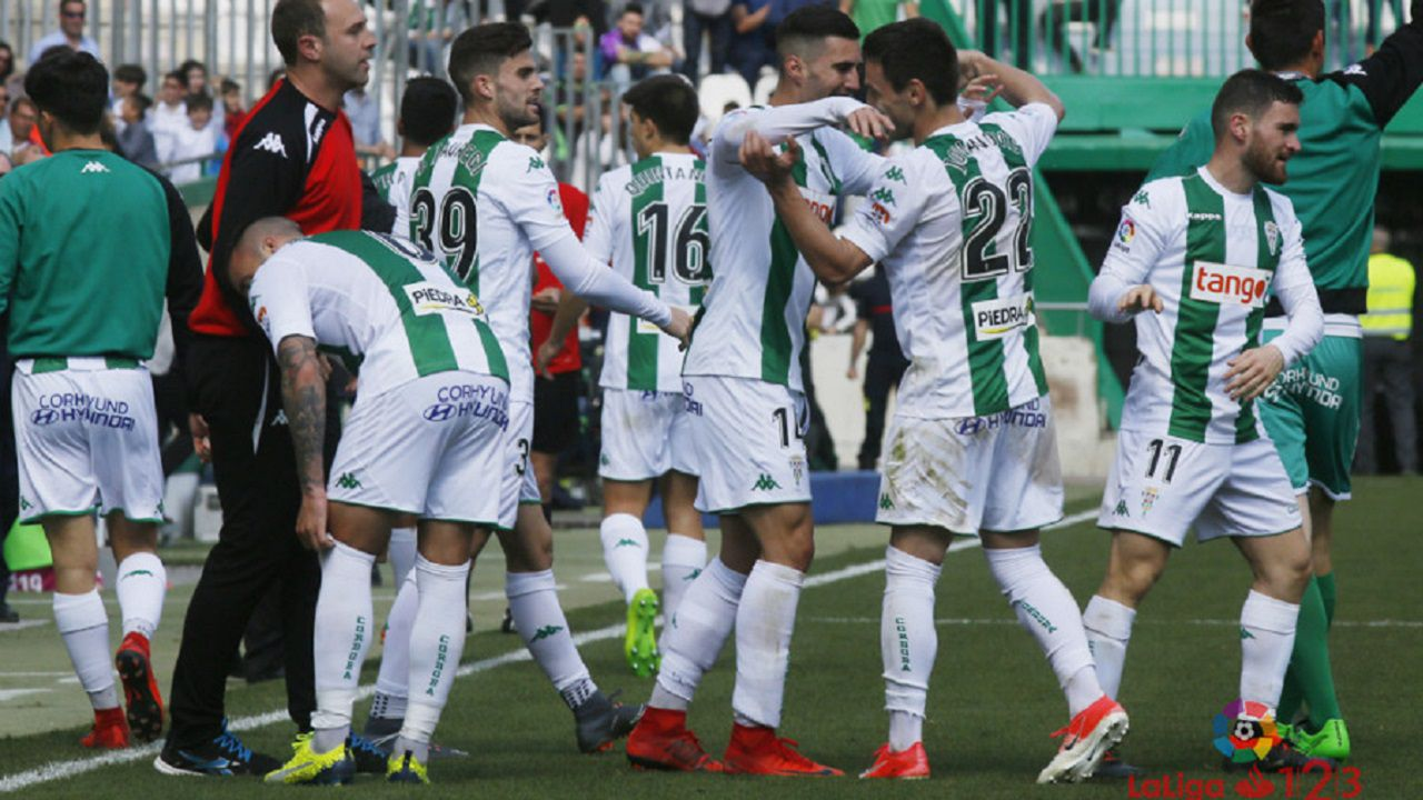 Cordoba Arcangel.Los futbolistas del Cordoba celebran un gol ante el Valladolid