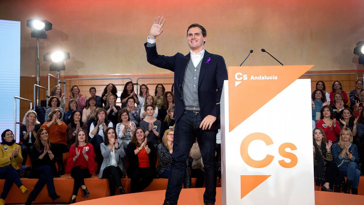 Los candidatos andaluces votan y hacen un llamamiento a una participación «masiva».El alcalde asistió al inicio de la demolición y dijo que así se soluciona «un error histórico»