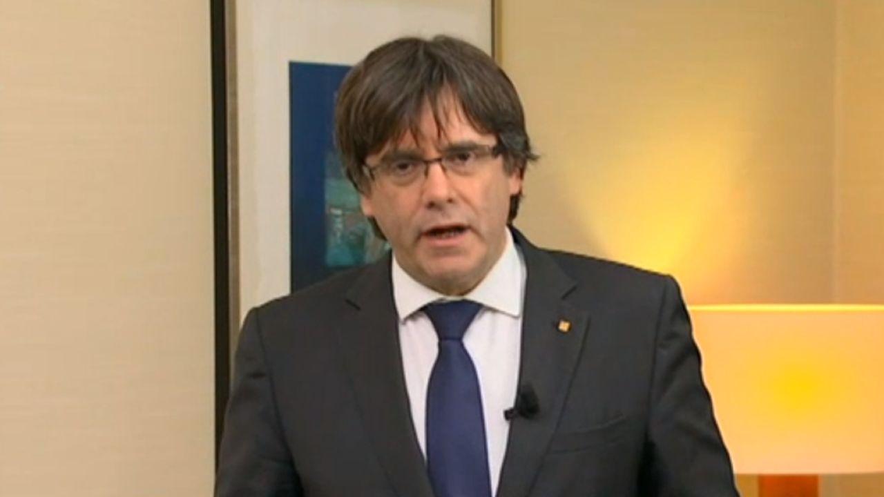 Puigdemont, desde Bruselas: «Nos espera una represión larga y feroz».Javier Fernández