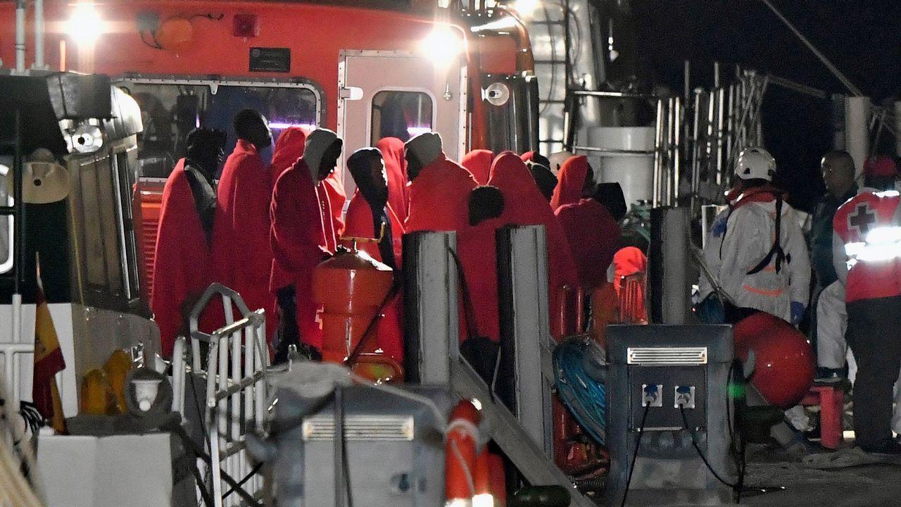 Rescate en Almeriá de medio centenar de inmigrantes que viajaban en una patera