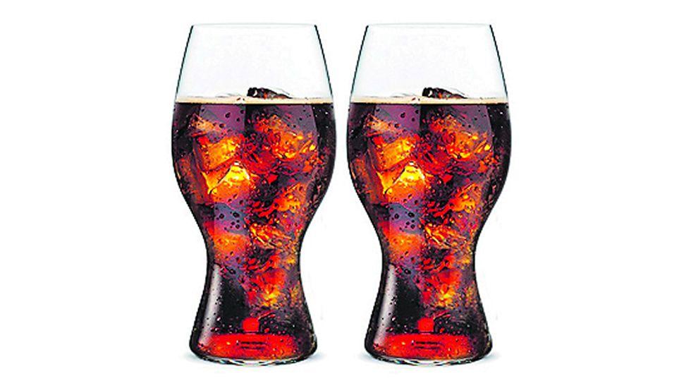 Coca-Cola. Dos vasos de este refresco con azúcar, o 496 mililitros, ya suman la cantidad de calorías.