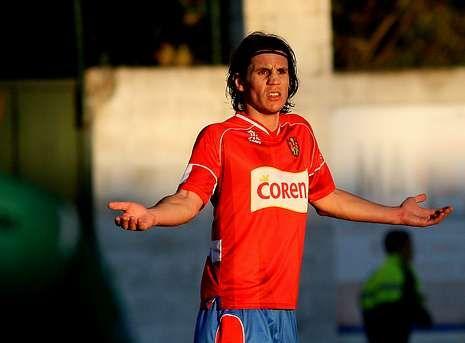 El moañés Adrián Cruz defendió en la pasada temporada los colores del Ourense.