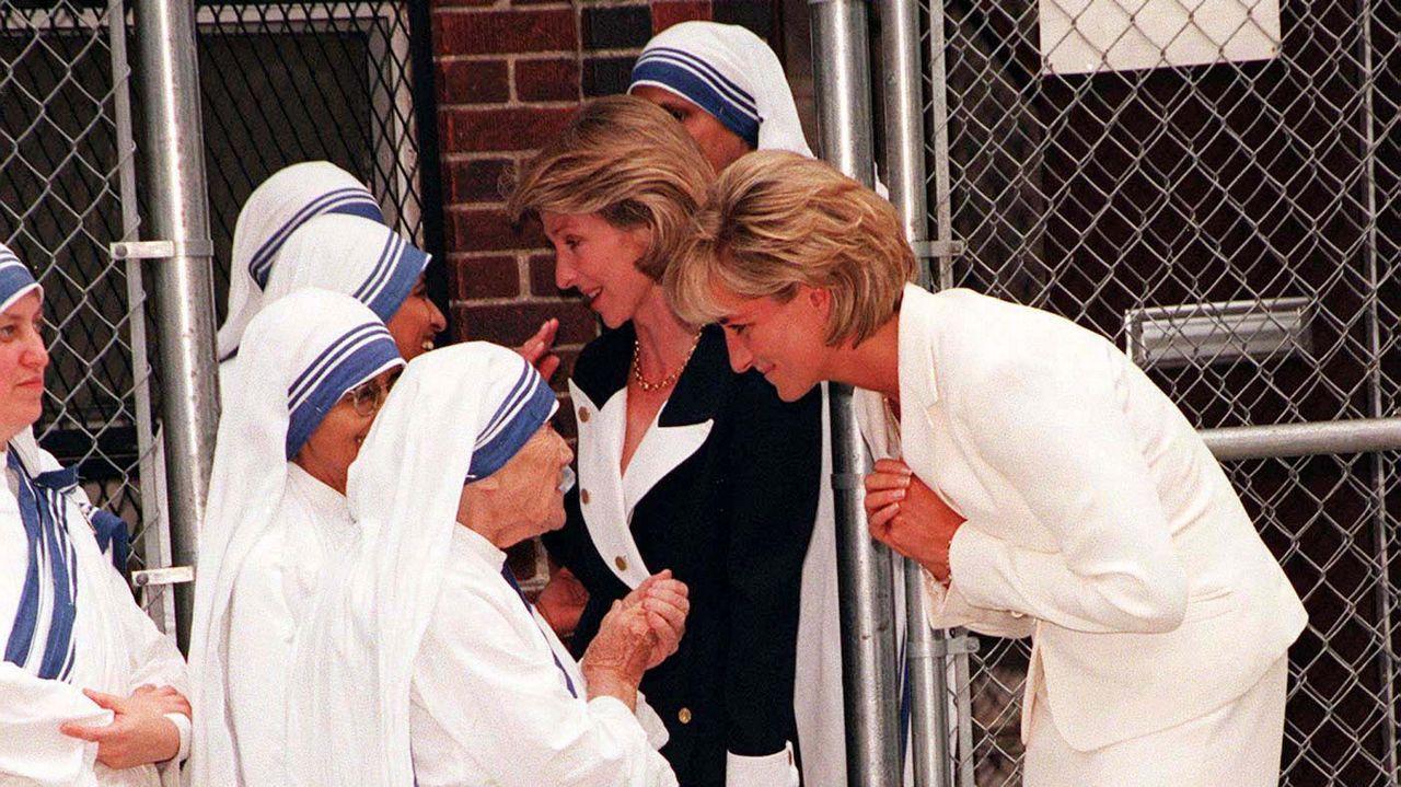 Diana de Gales y la madre Teresa de Calcuta, en el neoyorquino barrio del Bronx.