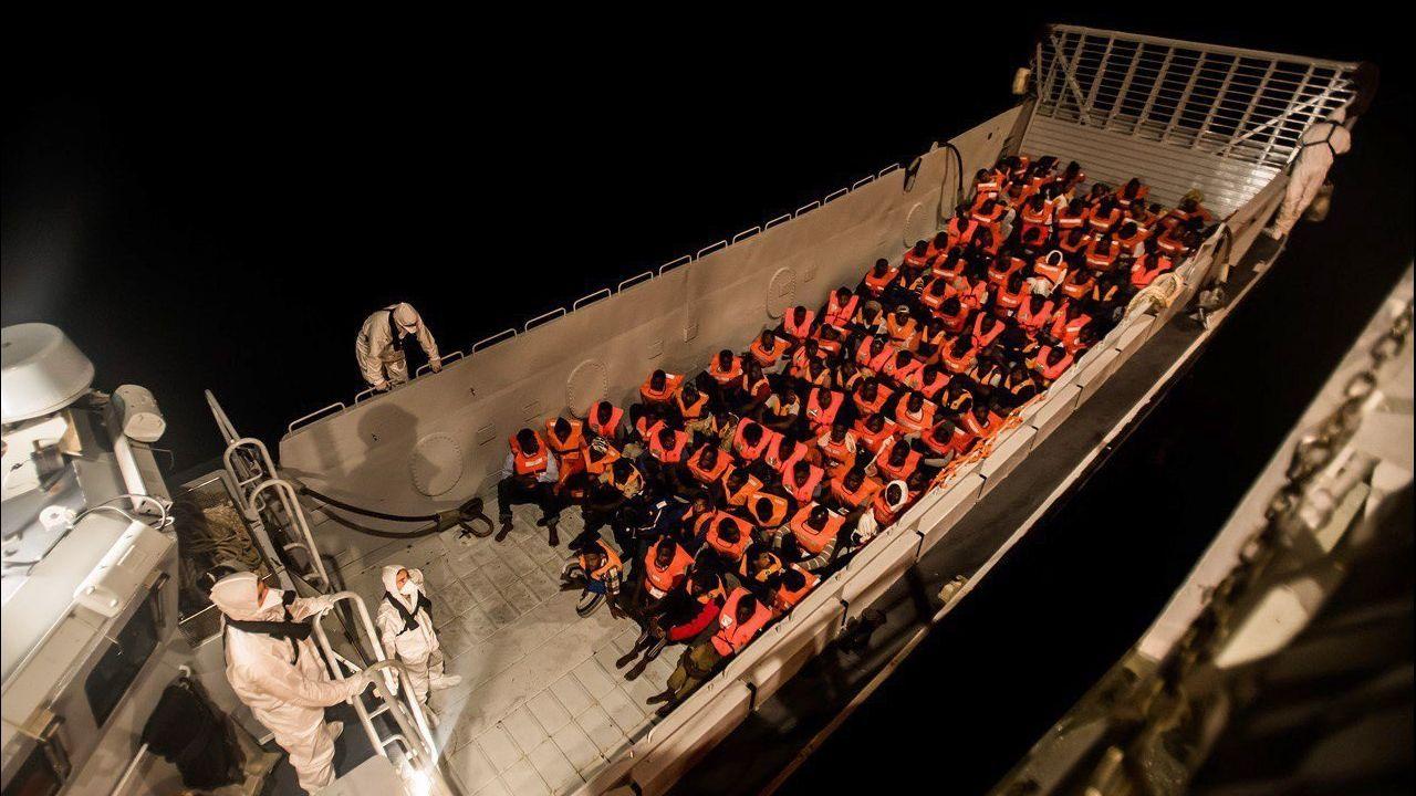 Las personas rescatadas fueron asistidas por trabajadores de varias ONGs