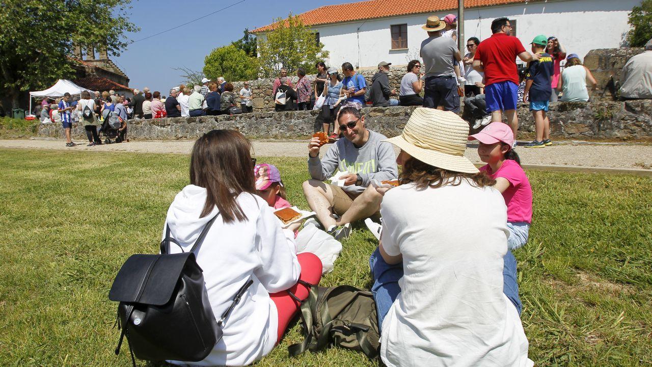 El buen tiempo acompaña en la celebración del voto de Chanteiro.