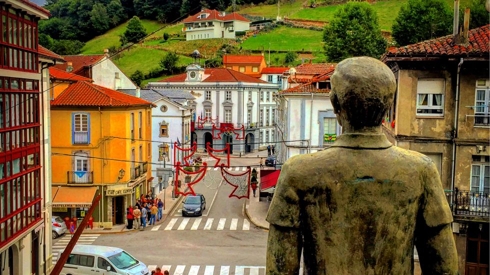 El centro de Pola de Allande, desde el monumento al emigrante.