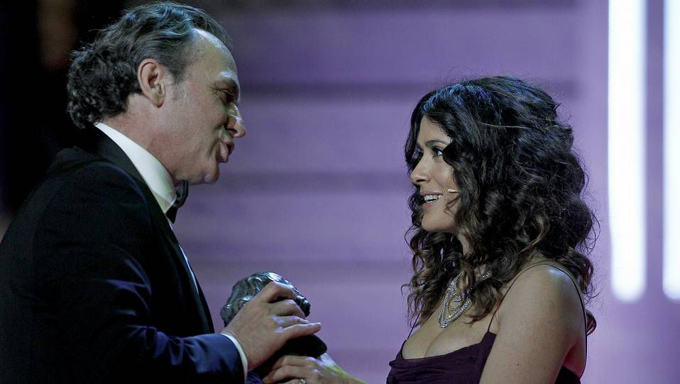 Ellas se dieron el primer «sí quiero».El drama futurista de «Refugiados» se centra en la historia de la familia Cruz.
