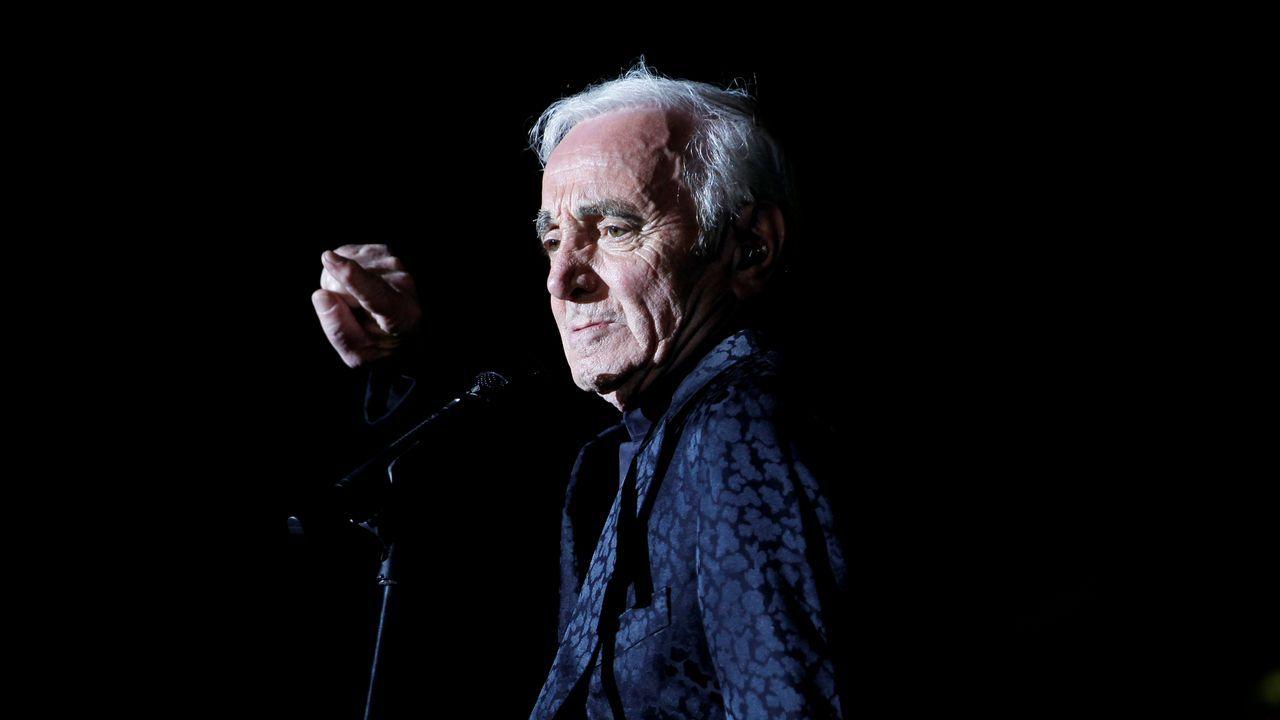 Charles Aznavour, durante una actuación en Baréinen el año 2013