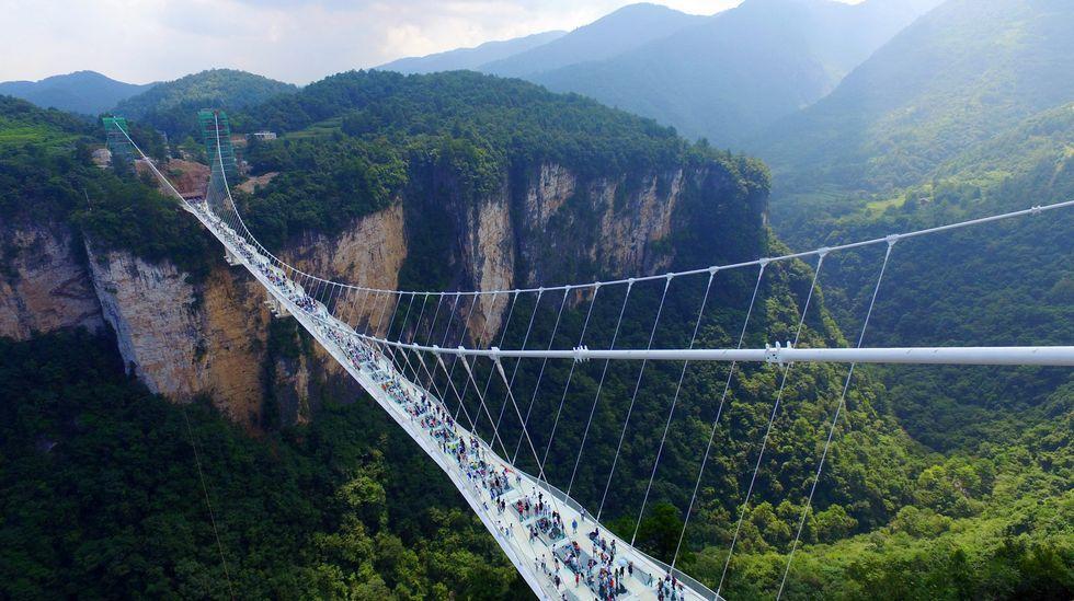 El puente de cristal más alto y largo del mundo está en China.Sylvia A. Earle, en su medio natural