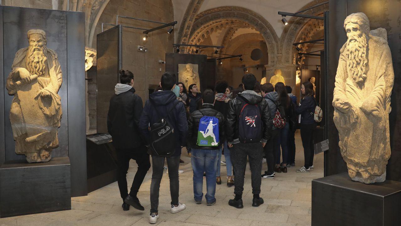 Estatuas de Isaac y Abraham en la exposición sobre el Maestro Mateo en el pazo de Xelmírez.