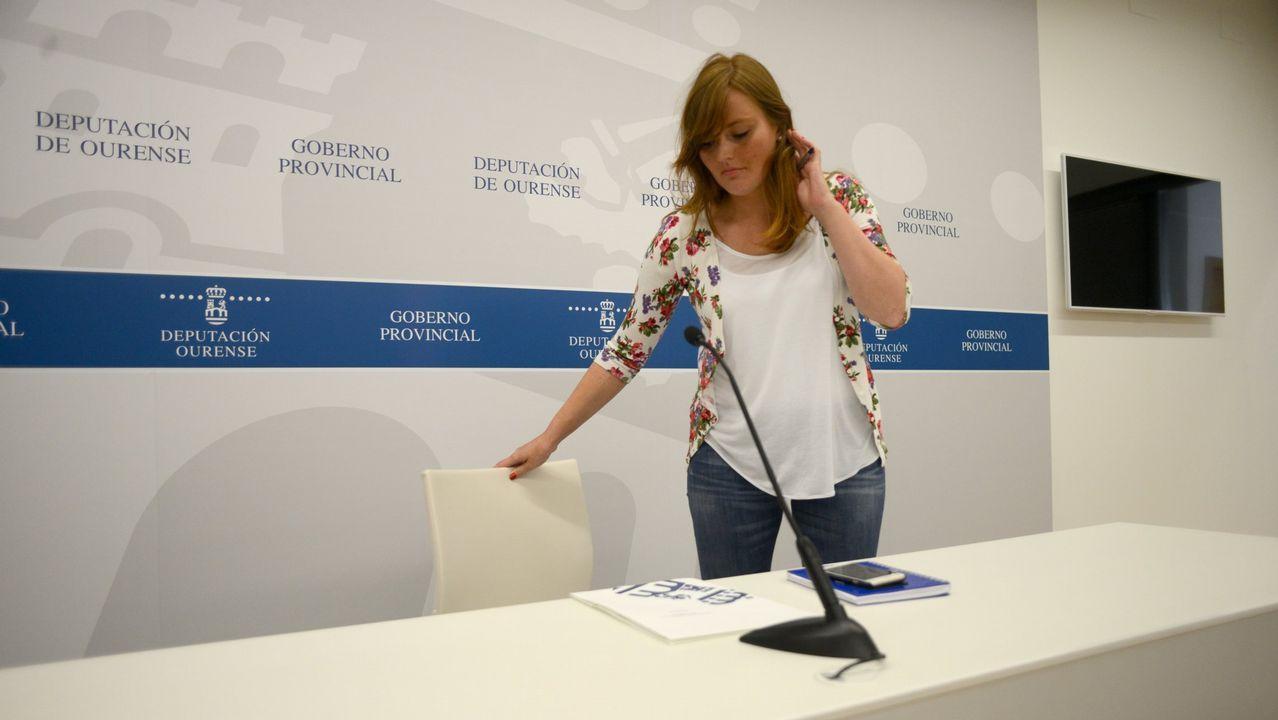 Montse Lama contesta a los medios de comunicación tras comunicar su dimisión del Partido Popular.La diputada era portavoz del gobierno de la Diputación de Ourense