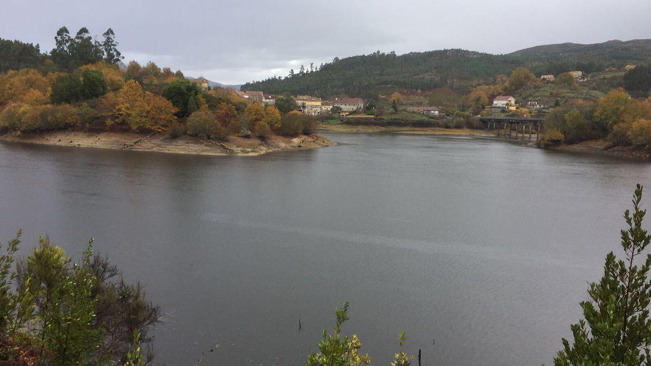 Embalse de Eiras, en Vigo. Zona donde estaba el puente romano que ahora ya no se ve porque lo ha vuelto a inundar el agua de las lluvias de los últimos días.