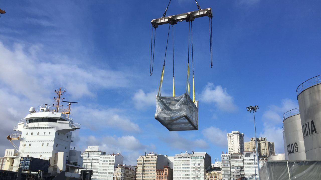 Llegan al puerto de A Coruña desde Egipto las piezas de la caldera de biomasa de Forestalia, en León.La plantilla de Alcoa en A Coruña protesta durante un acto del presidente Sánchez en A Coruña