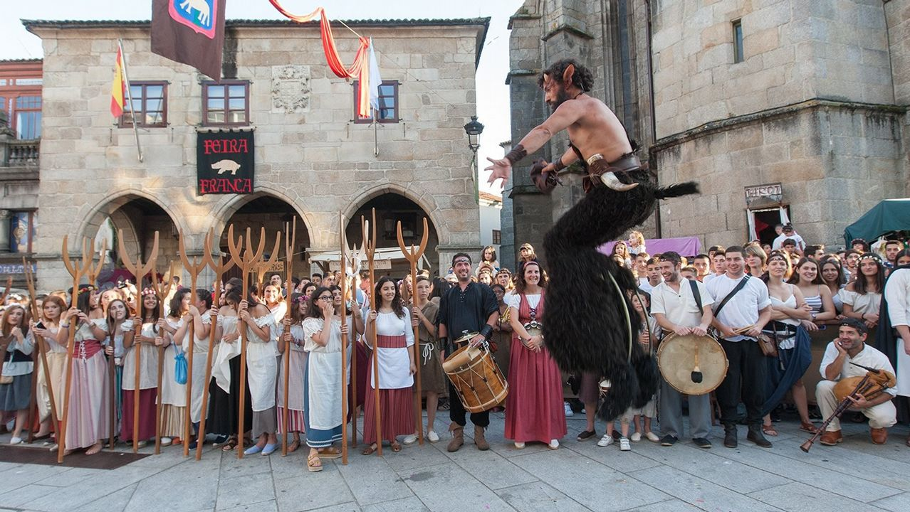La feria medieval abarrota las calles de Betanzos
