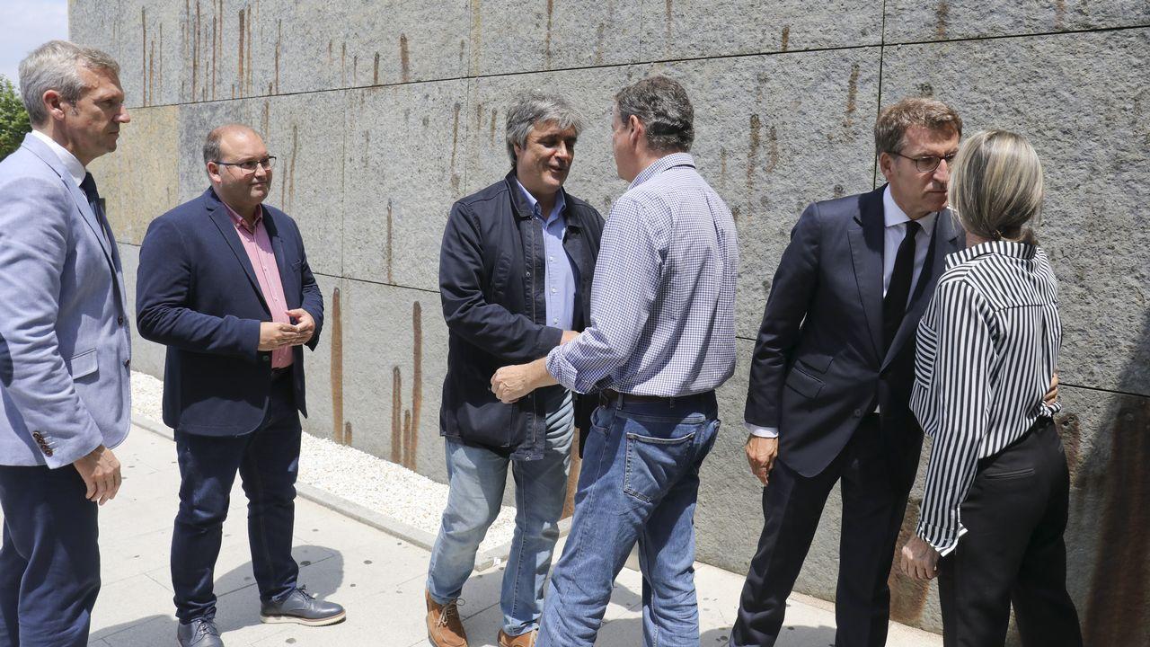 .Rueda, Tellado, Puy y Feijoo saludan a familiares del expresidente en el tanatorio