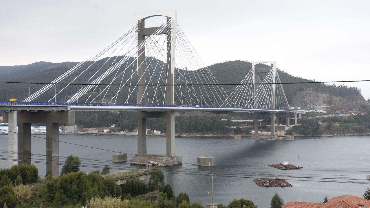 Retenciones en la autopista AP9 por las obras de Rande.El puente se liberará en los próximos días de la maquinaria utilizada en su ampliación