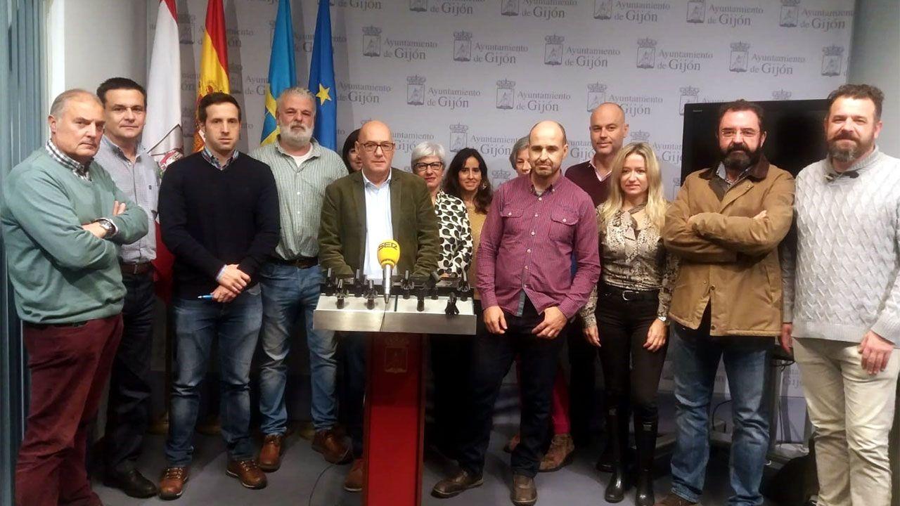 Representantes de todos los sindicatos de trabajadores municipales de Gijón