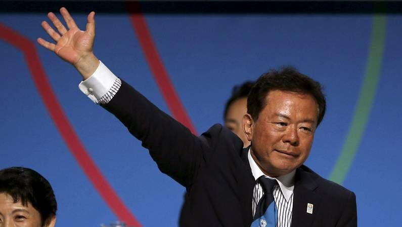 Y los Juegos Olímpicos son para... Tokio.Una viñeta muestra a luchadores de sumo con tres brazos y tres piernas
