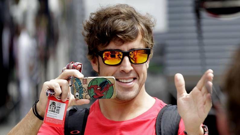 Fernando Alonso arranca su pretemporada en Montmeló.En aguas de la playa de Oza, Jorge Maciel imparte cursos para dominar distintas modalidades náuticas.