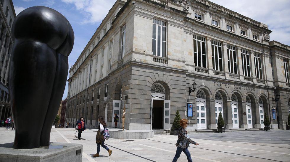 Un San Mateo hecho para la gente que ya mira al futuro.El alcalde de Oviedo, Wenceslao López (3i), y representantes del equipo de gobierno del Ayuntamiento de Oviedo